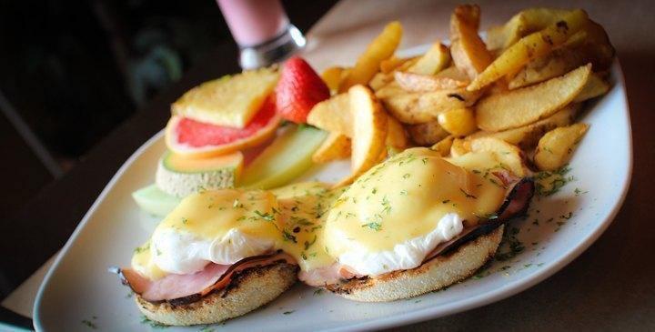 Radio Café - Côte de Beaupré, Quebec - Breakfast Cuisine Restaurant
